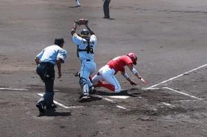 本塁上のクロスプレーは野球の醍醐味ですな。
