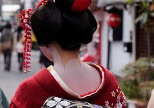 祇園で見かけた舞妓はん。
