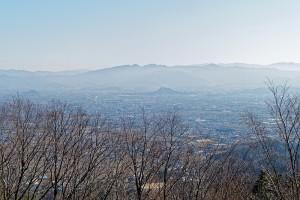 雌岳山頂から見た奈良盆地。左から耳成山、畝傍山、天香久山。