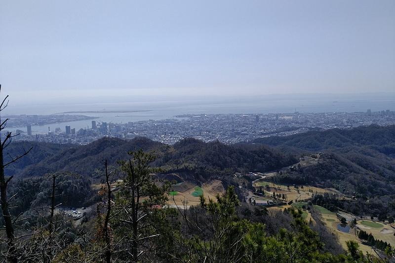 菊水山頂上直ぐ下の展望所からの絶景。