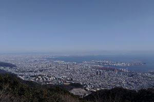 麻耶山から大阪湾方面を望む。